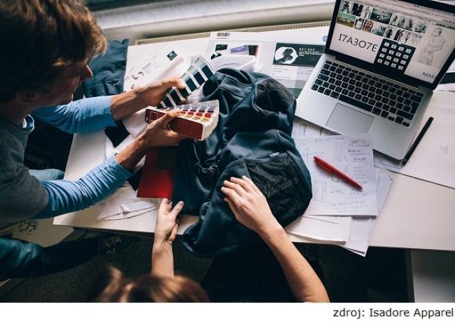 9152919411683 Oblečenie značky ISADORE sa odlišuje od početnej svetovej konkurencie  hlavne netradičným materiálom. Vyrábate z lykry, syntetiky a z Merino  vlákien.